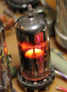 Voltage regulator tube in operation, Wikipedia
